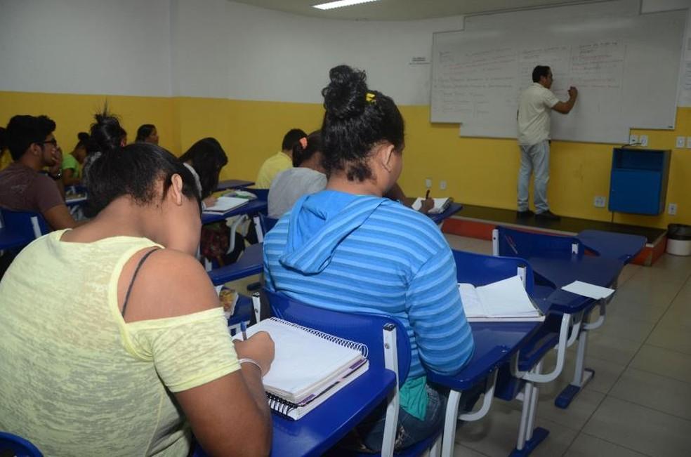 -  O projeto terá três fases, cada uma com 520 horas de atividades pedagógicas, sempre em conexão com o calendário de atividades agrícolas dos alunos  F