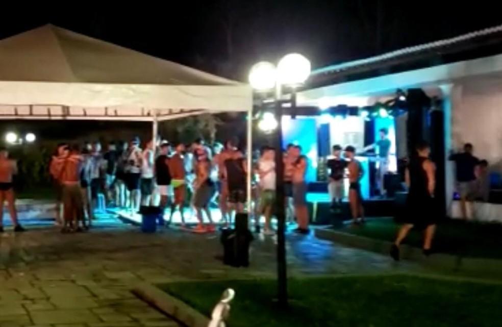 No sábado (6), festa com mais de 100 pessoas foi interrompida em Moreno, no Grande Recife — Foto: Procon/Divulgação