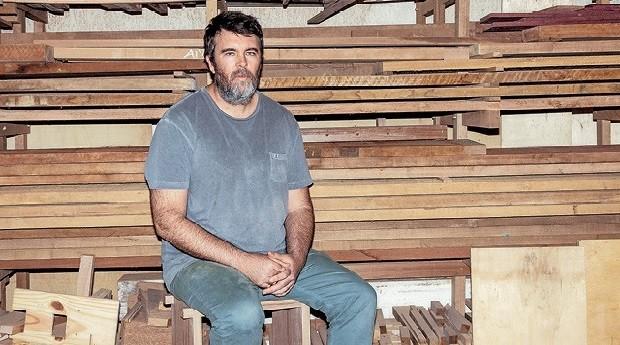 Rodrigo Silveira: seus objetos de design, todos montados com encaixes, já foram parar no museu (Foto: Vítor Jardim)