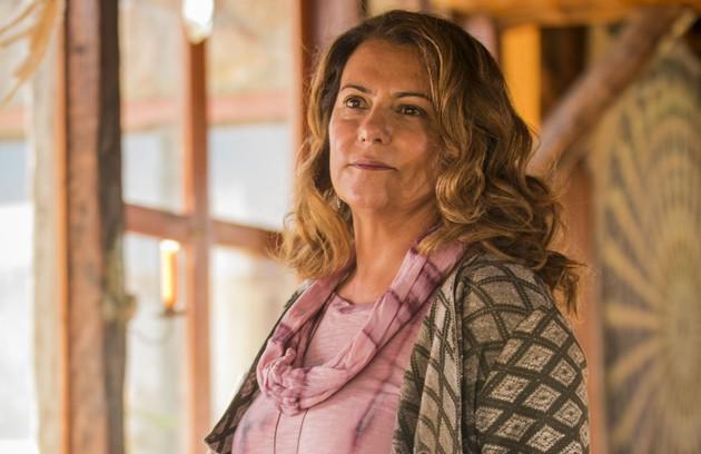 Mãe de Isabel (Alinne Moraes), Edméia (Patricya Travassos) não terá um bom relacionamento com a filha (Foto: Globo/João Miguel Júnior)