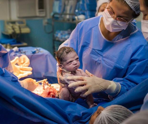 """Bebê nasce com cara de """"brava"""" e viraliza (Foto: Rodrigo Kunstmann)"""