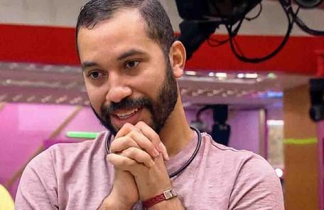 Jacira Santana, mãe de Gilberto, conta que ele pretende abrir um restaurante para ela e ajudar as irmãs a comprarem suas casas. 'Ele é muito cuidadoso com dinheiro', opina Globo