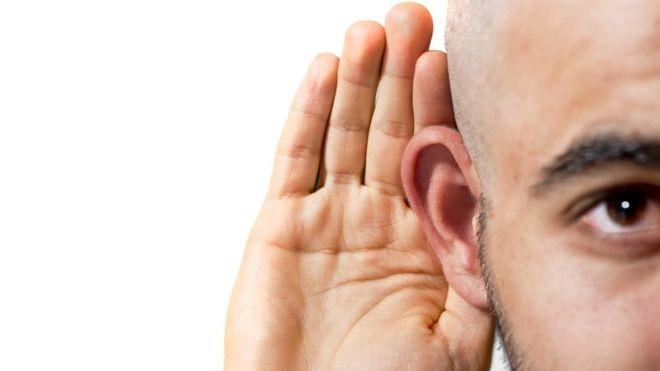 A poluição sonora é um problema mais grave do que pode parecer. A Organização Mundial de Saúde (OMS) reconhece que barulho é um tema sério, pois a poluição sonora afeta diretamente a qualidade de vida de milhões de pessoas. (Foto: Getty Images/BBC)