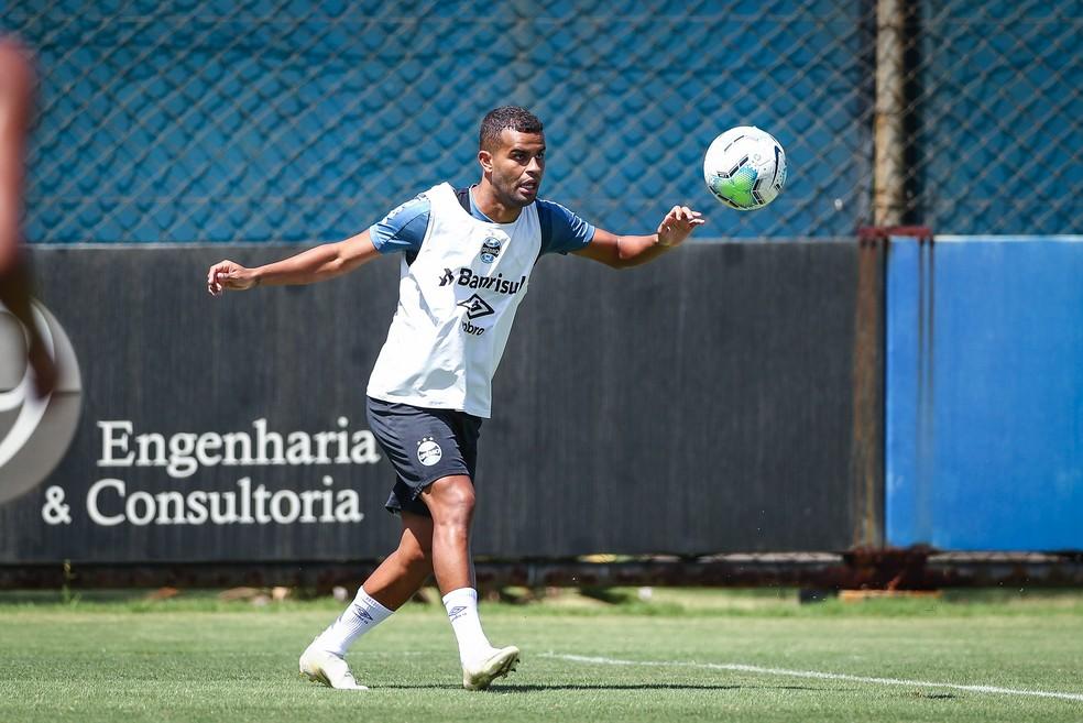 Alisson, em treino do Grêmio na manhã deste sábado — Foto: Lucas Uebel/Divulgação Grêmio