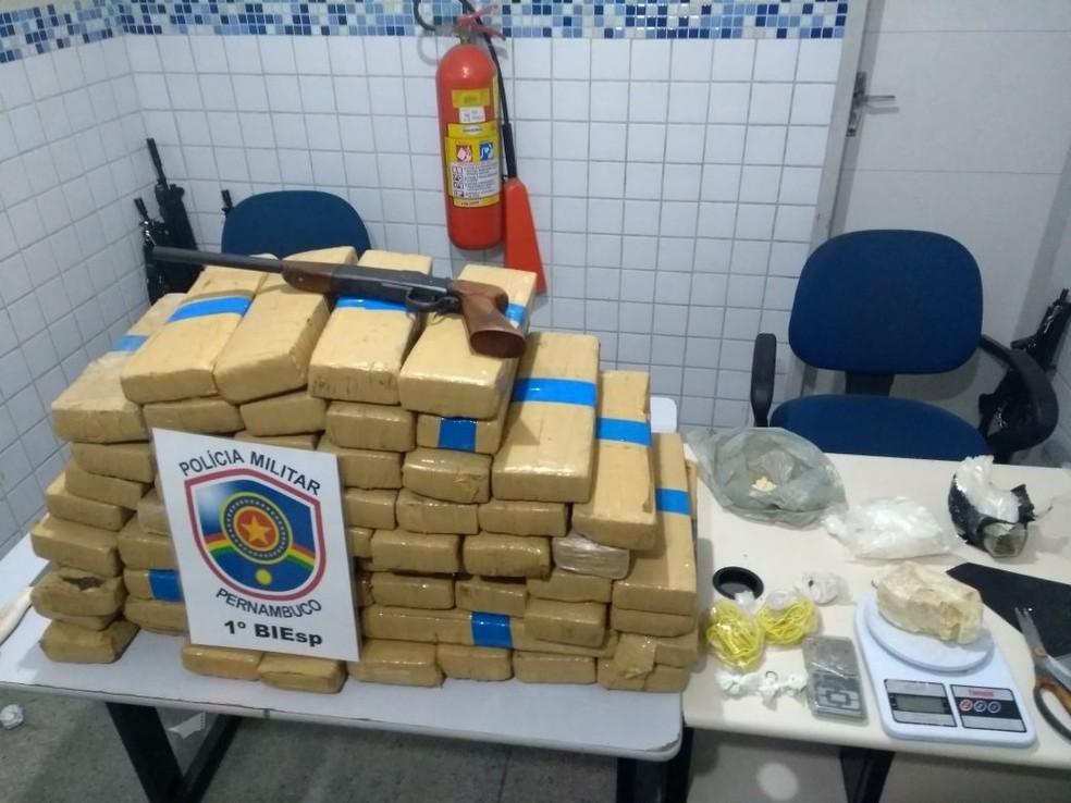 Droga apreendida pelo Biesp no bairro do Salgado (Foto: Biesp/Divulgação)