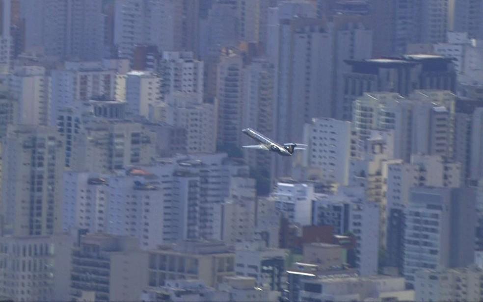 Avião com Joesley e Saud deixa São Paulo em direção a Brasília (Foto: Reprodução/TV Globo)