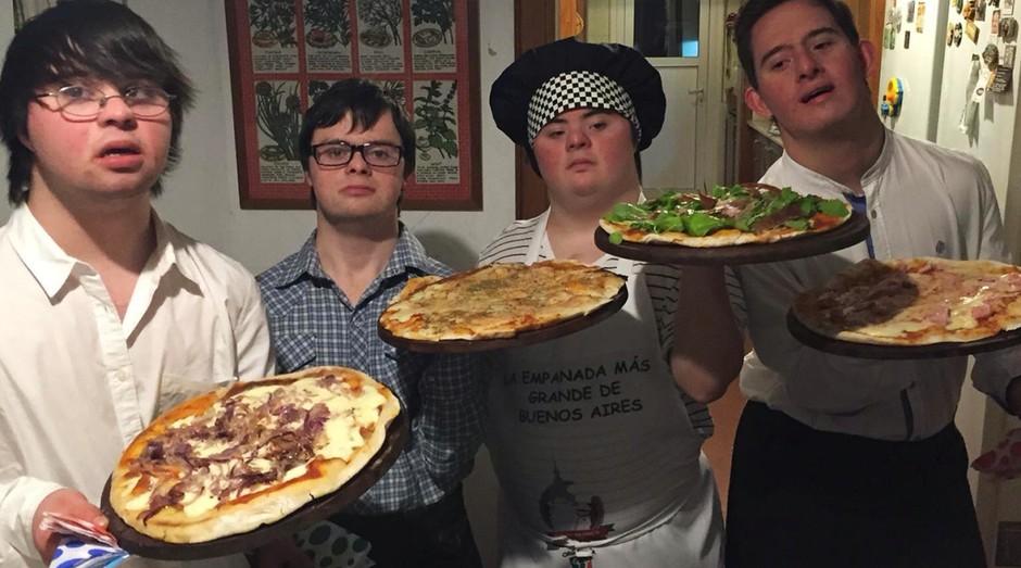 Fundadores da Los Perejiles, serviço de pizzaria para eventos criado por quatro amigos argentinos (Foto: Divulgação)