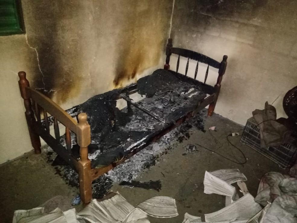 A cama da Isis, de 6 anos, ficou destruída — Foto: Arquivo pessoal