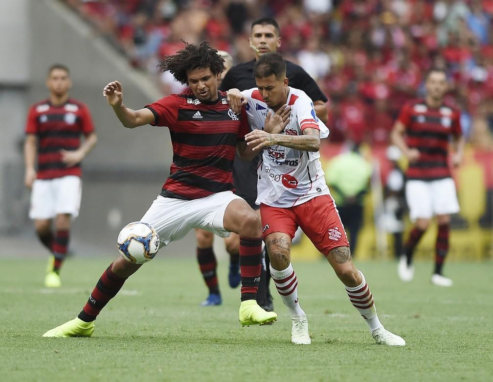 Atuação de Arão reforça conceito de Abel Braga em manter dupla de volantes — Foto: André Durão/GloboEsporte.com