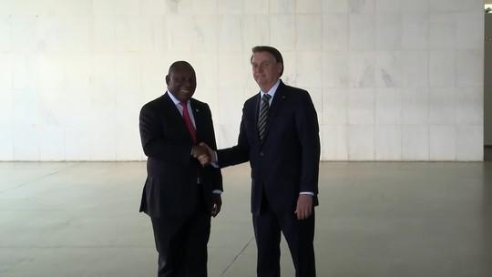 Bolsonaro recebe o presidente da África no Sul na cúpula do Brics
