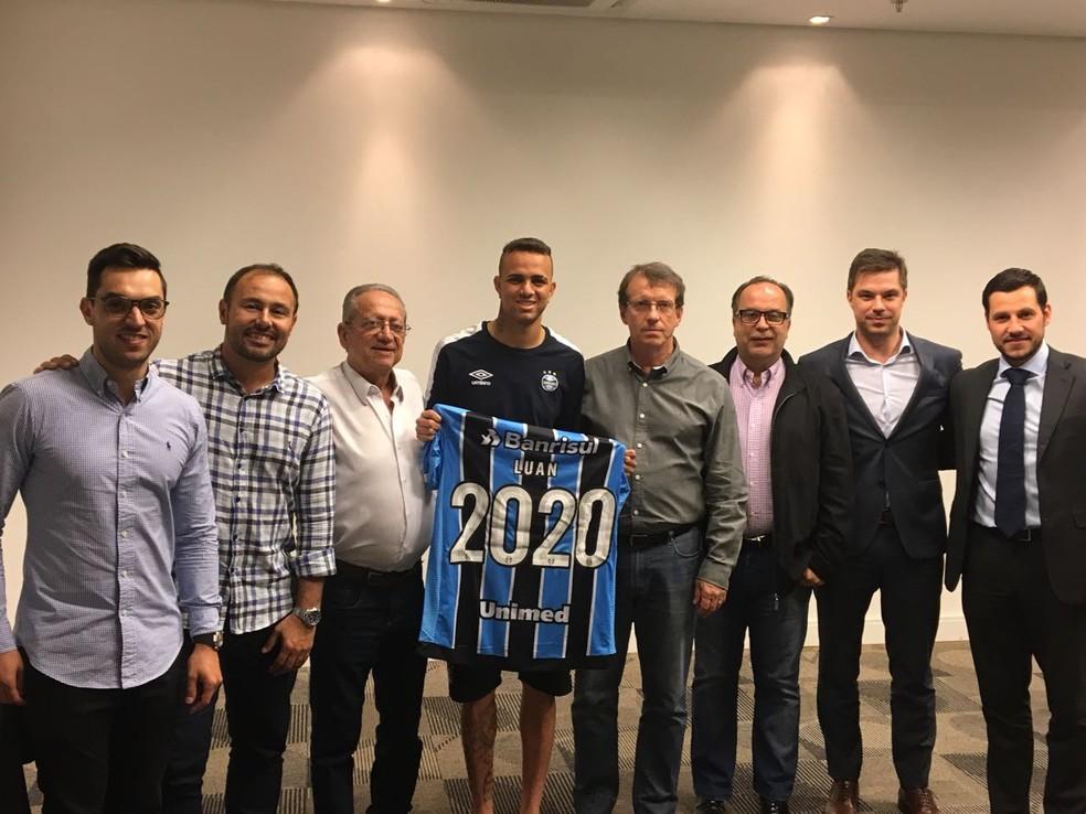 Luan renovou com o Grêmio até 2020 — Foto: Grêmio FBPA/Divulgação