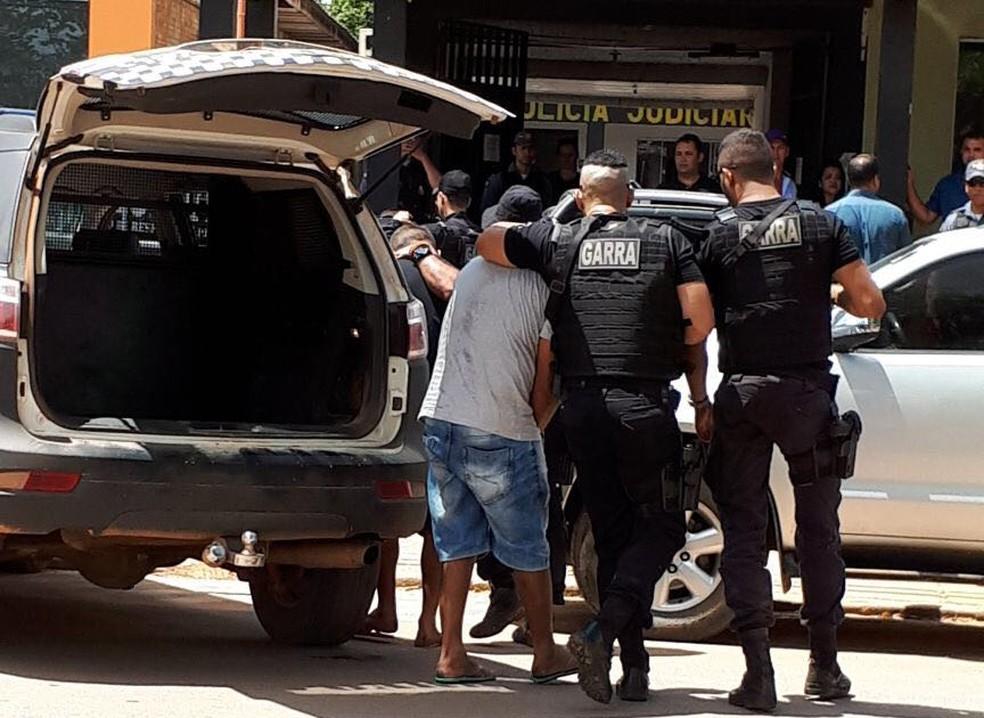 Suspeitos foram presos por policiais do Garra e foram encaminhados para interrogatório (Foto: Harlis Barbosa/Arquivo pessoal)