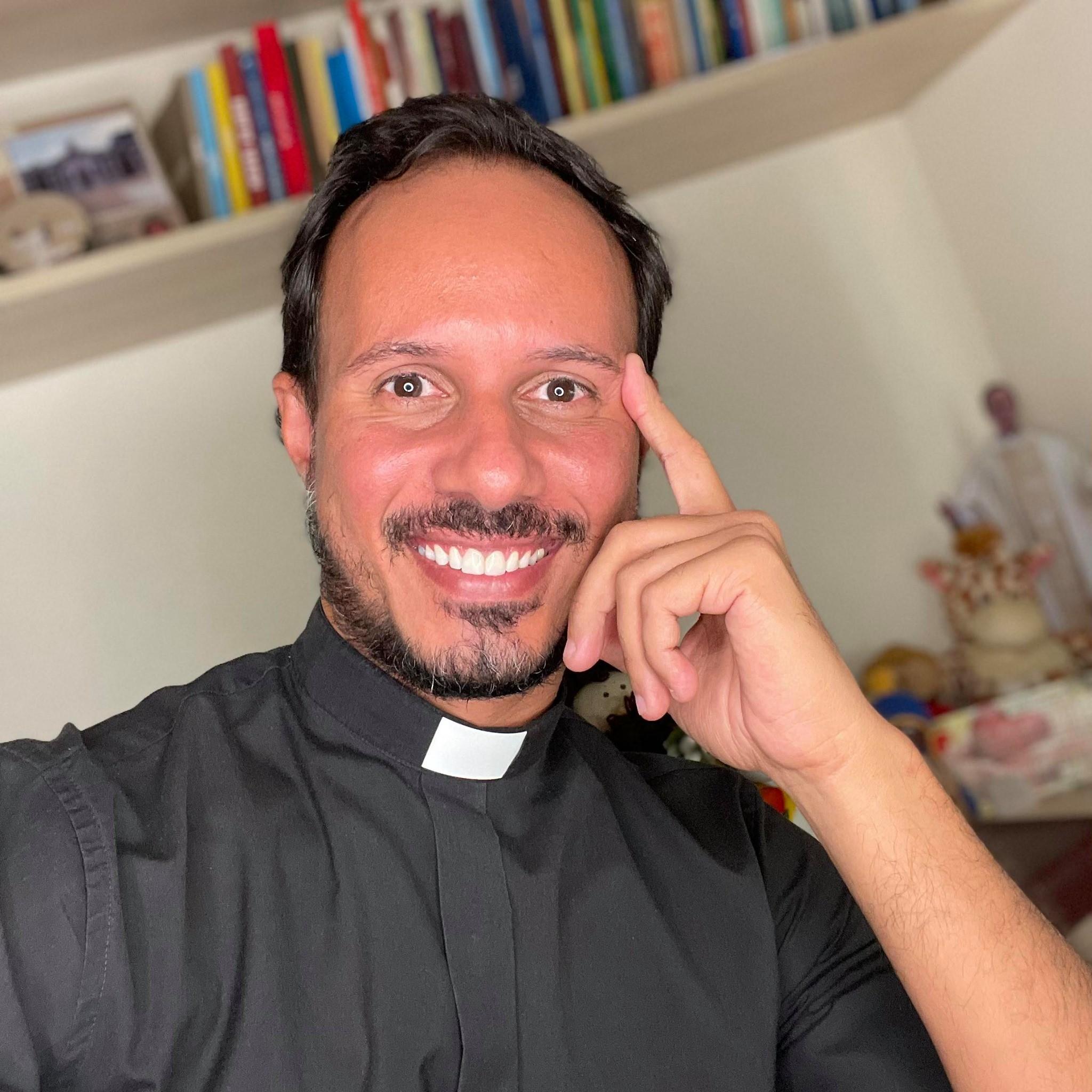 Padre de Ribeirão Preto viraliza nas redes sociais com dancinhas, humor e respostas 'sinceronas'