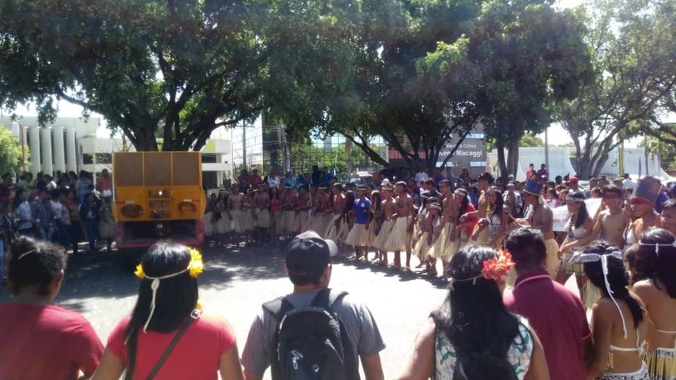 Ato reúne indígenas de oito etnias no Centro de Boa Vista — Foto: Jackson Félix/G1 RR