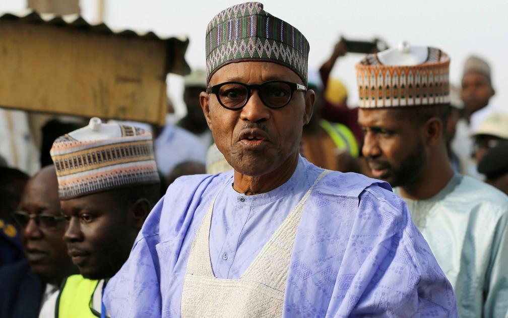 O presidente da Nigéria, Muhammadu Buhari, chega a colégio eleitoral para votar em Daura, no domingo (23) — Foto: Reuters/Afolabi Sotunde
