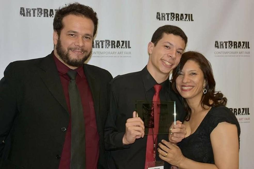 Nicolas Brito Sales com os pais Alexsander Sales e Anita Britto vão dar palestra no evento (Foto: Alexsander Sales/Divulgação)