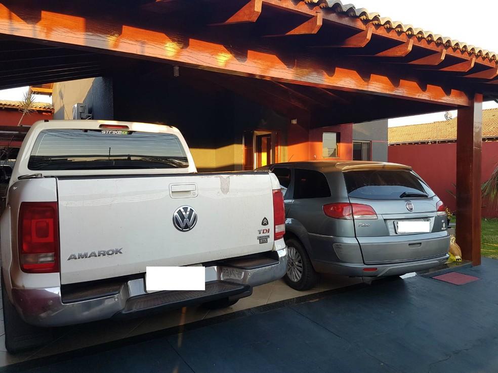 Veículos apreendidos com família em Dourados (MS) na Operação DNA (Foto: PF/Divulgação)