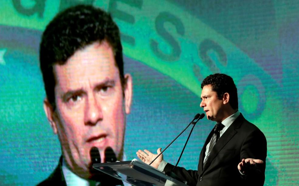 O juiz federal Sérgio Moro fala durante um seminário em São Paulo (Foto: Paulo Whitaker/Reuters)