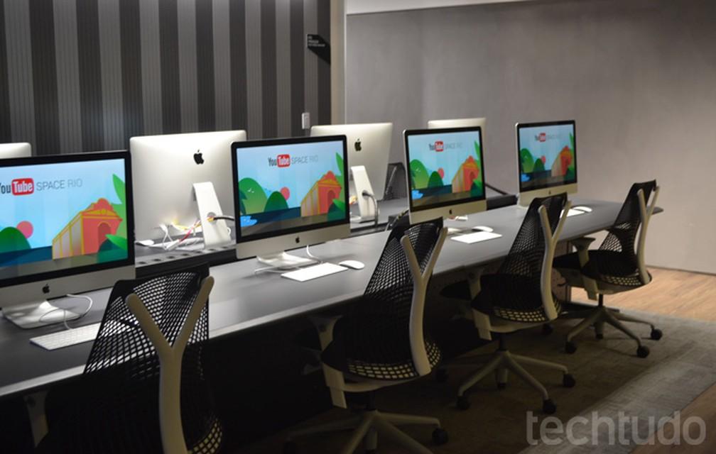 Sala de edição de vídeo do YouTube Space Rio com computadores iMac (Foto: Melissa Cruz Cossetti / TechTudo)