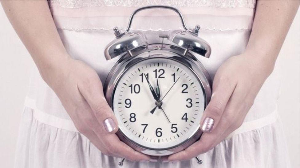 Controverso tratamento que promete atrasar a menopausa em 20 anos deve chegar ao Brasil em 2020 - Notícias - Plantão Diário