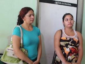 Francisca Sousa e a filha Caroline Ribeiro, grávida de oito meses (Foto: Catarina Costa/G1 PI)
