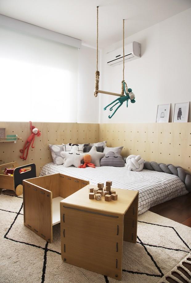 Décor do dia: parede bicolor e painel de madeira em quarto infantil (Foto: Leonardo Costa)