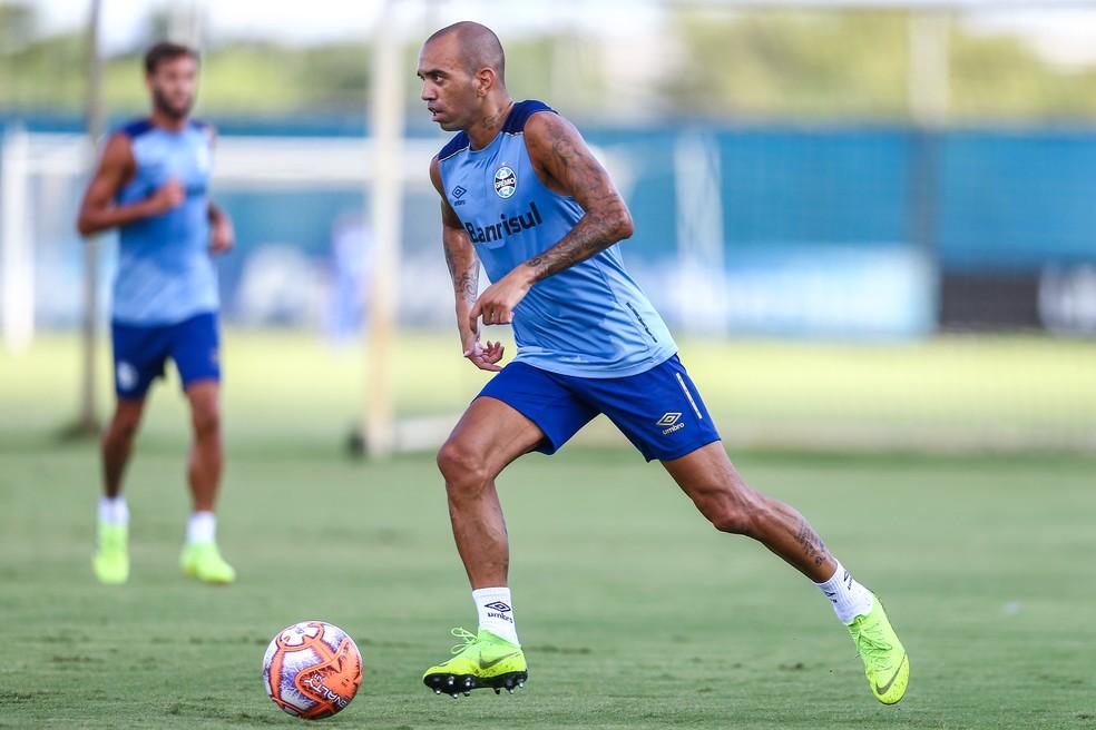 Diego Tardelli tem polivalência nas posições de frente — Foto: Lucas Uebel / Grêmio FBPA