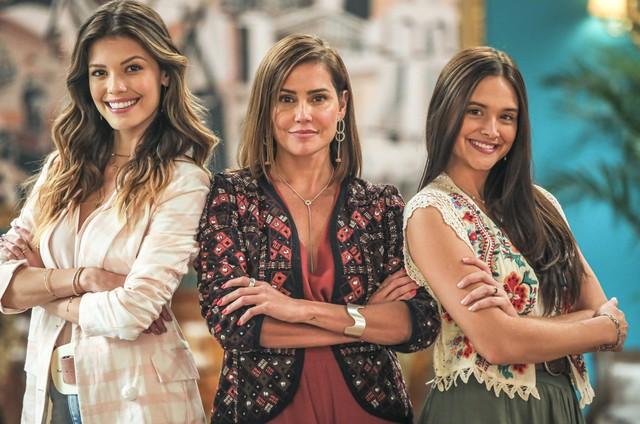Vitória Strada, Deborah Secco e Juliana Paiva em 'Salve-se quem puder' (Foto: Paulo Belote)