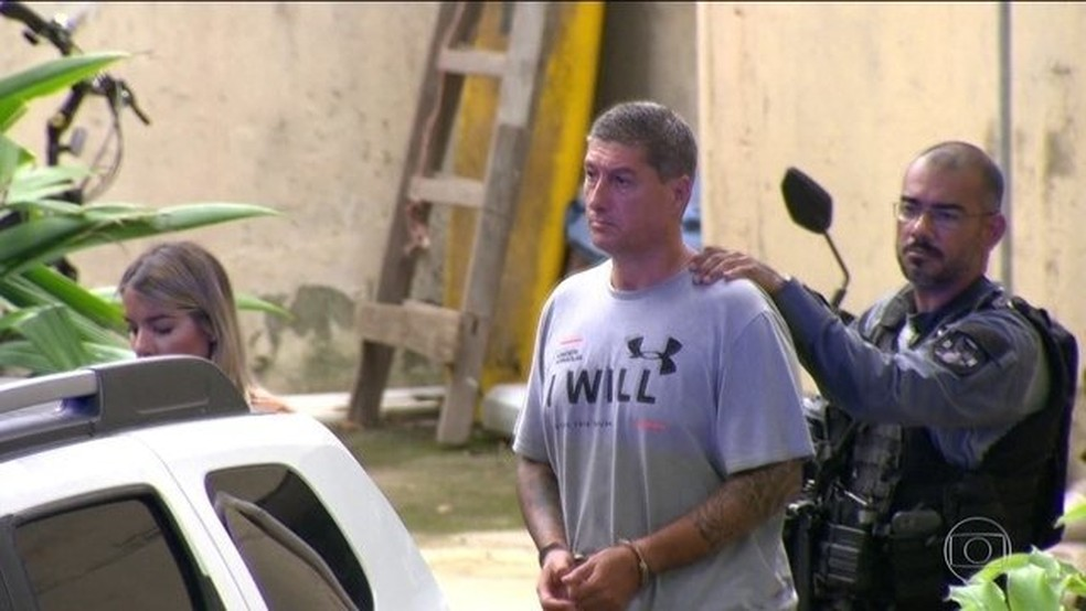 Acusado de matar Marielle e Anderson deixa Delegacia de Homicídios em direção a prisão no Rio de Janeiro em março — Foto: Reprodução/JN