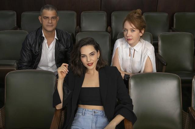 Eduardo Moscovis, Tainá Müller e Camila Morgado em 'Bom dia, Verônica' (Foto: uzanna Tierie/Netflix )