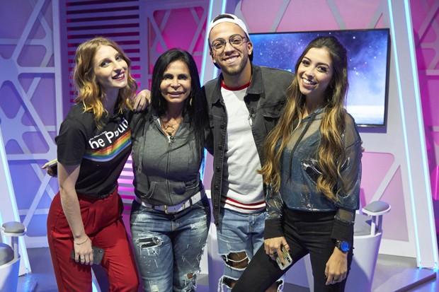 Gretchen com os youtubers Lucas Rangel e Gabie e Thalita (Foto: Guto Costa/Divulgação)