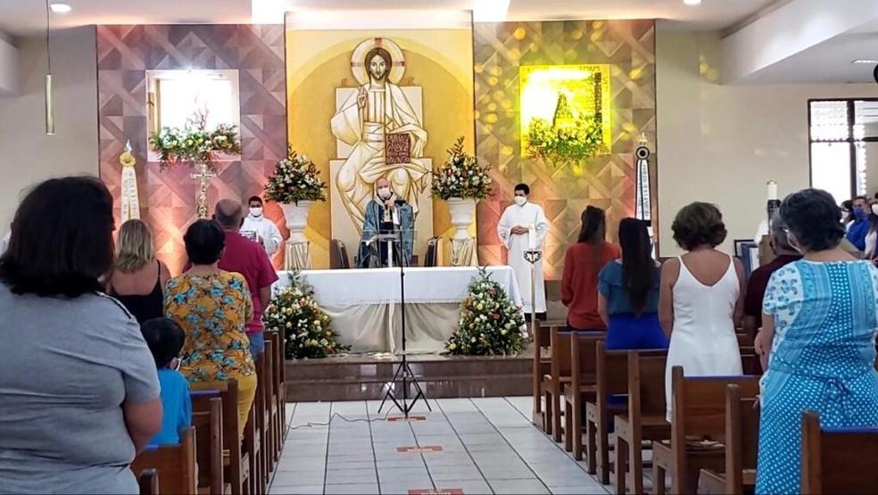 Missa na Igreja dedicada a Nossa Senhora da Apresentação, em Natal.  — Foto: Geraldo Jerônimo/Inter TV Cabugi