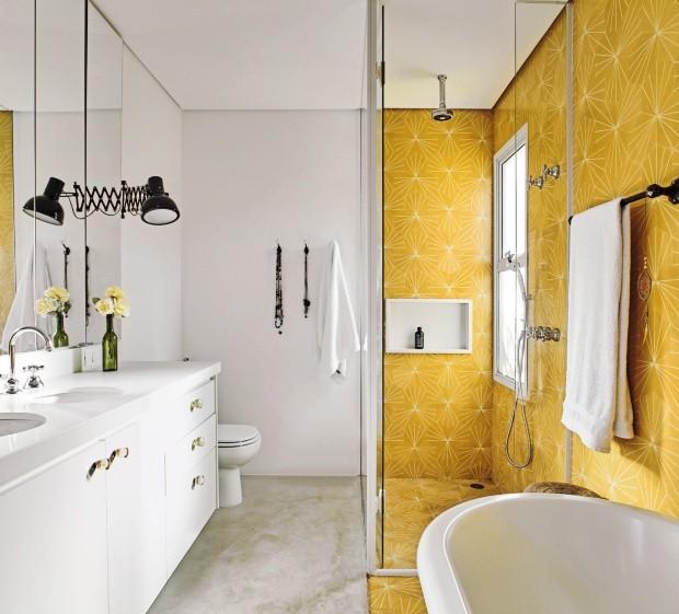 Banheiro projetado pelos arquitetos Regina Strumpf e Rogério Gurge (Foto: Victor Affaro / Edtora Globo)