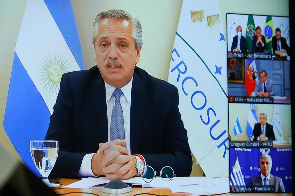 O presidente da Argentina, Alberto Fernández, discursa em cúpula virtual do Mercosul — Foto: Isac Nóbrega/PR