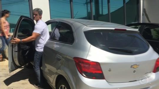Daniel Cravinhos vai à delegacia para liberar moto apreendida de Cristian