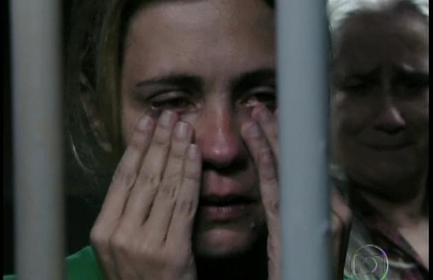 Carminha (Adriana Esteves) matou Max (Marcello Novaes) em 'Avenida Brasil' (2012) (Foto: Reprodução da internet)