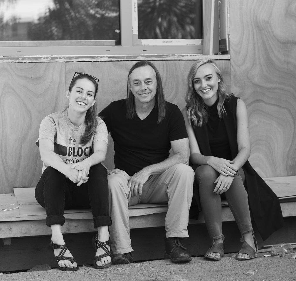 4 rex hohlbein a filha jenn lafreniere e sara vander zanden diretora da organizacao facing homelessness - Em meio à crise de moradia, cidades dos EUA incentivam proprietários a abrigar sem-teto no quintal de casa