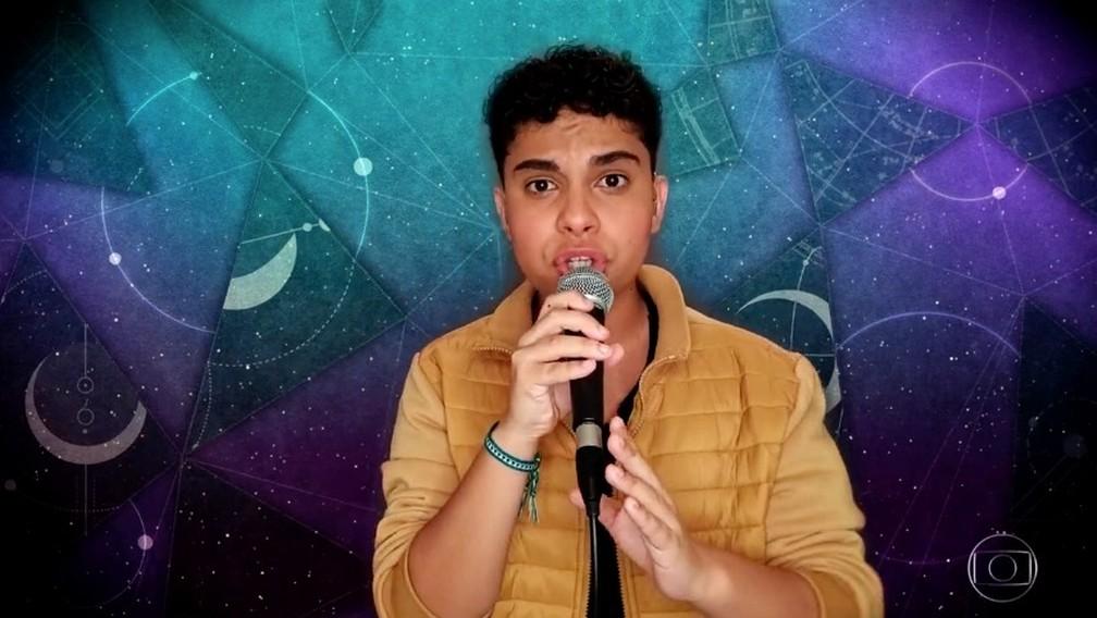 Paulo Gomiz canta na semifinal do 'The Voice Kids' — Foto: TV Globo
