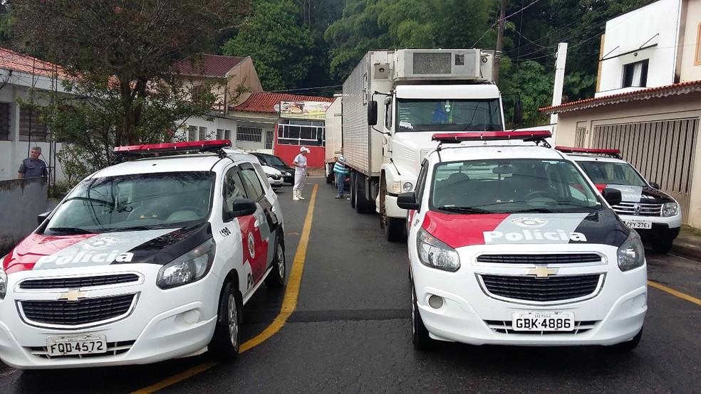 Motorista do caminhão foi encontrado amarrado e vendado em um chácara de São Roque (Foto: São Roque Notícias/Divulgação)