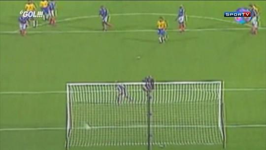 Gol absurdo de Roberto Carlos completa 21 anos neste domingo. Reveja!
