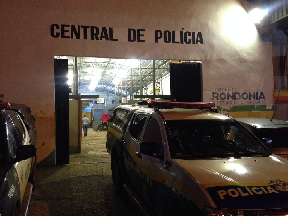 Casal foi preso em flagrante e encaminhado à Central de Polícia, em Porto Velho (Foto: Matheus Henrique)