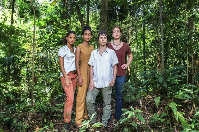 Thainá Duarte, Taís Araújo, Débora Falabella e Leandra Leal em 'Aruanas' (Foto: Divulgação/TV Globo)