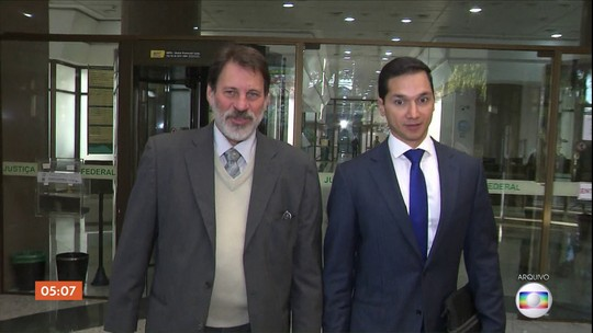 Delúbio Soares se entrega à Polícia Federal em SP