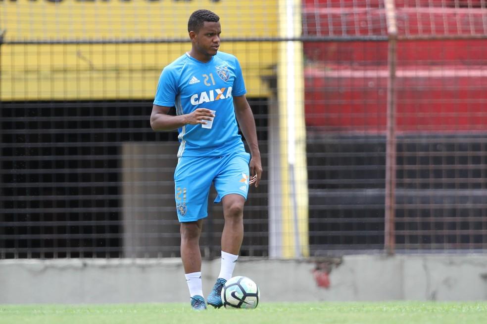 Volante tem contrato até 2022 com o Sport e esperava ao menos que as conversas evoluíssem com o Internacional (Foto: Marlon Costa/ Pernambuco Press)