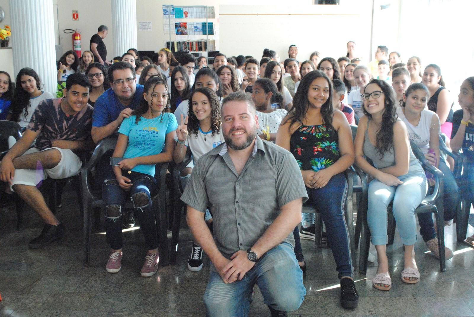 Viagem Literária reúne cerca de 100 pessoas na Biblioteca Municipal de Tupã - Notícias - Plantão Diário