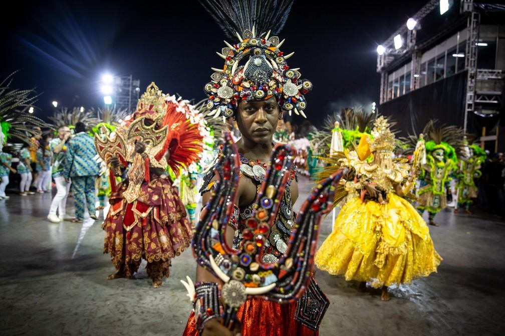 Comissão de frente da Mancha Verde mostra a festa da chegada da princesa do Congo — Foto: Fabio Tito/G1