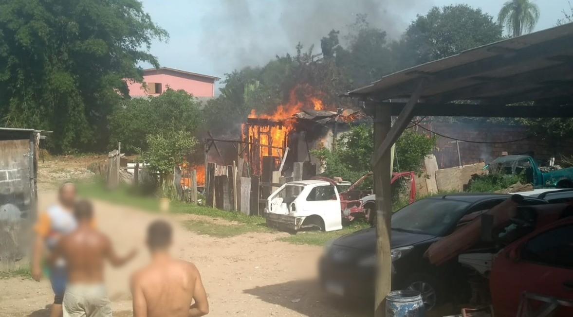 Menino de dois anos morre após incêndio em casa de Sapucaia do Sul, dizem Bombeiros
