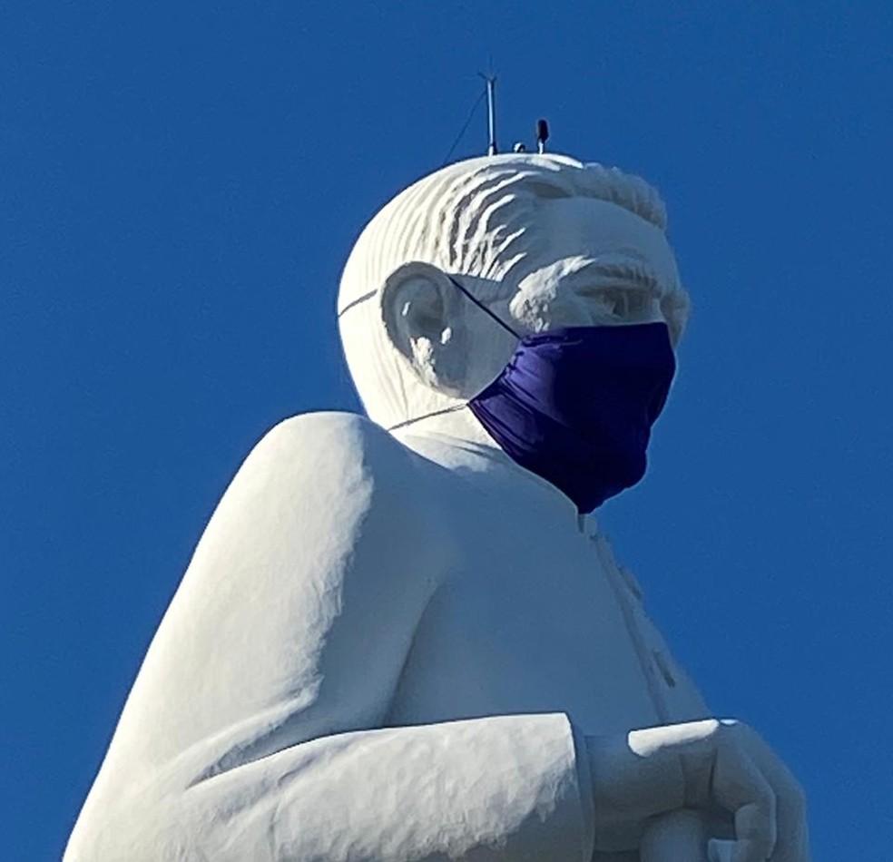 Inaugurada em 1969, a estátua de Padre Cícero é um importante ponto turístico da região do Cariri — Foto: Edson Freitas/SVM