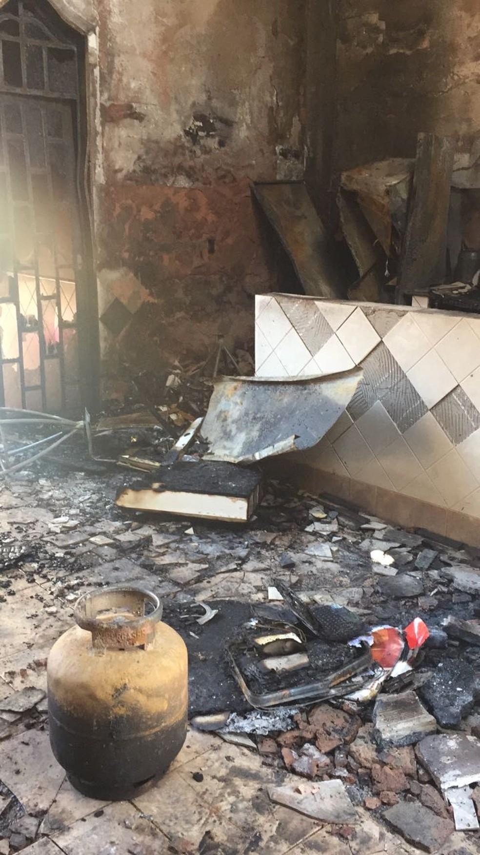 Área destruída por incêndio em casa no DF (Foto: Luísa Doyle/TV Globo)
