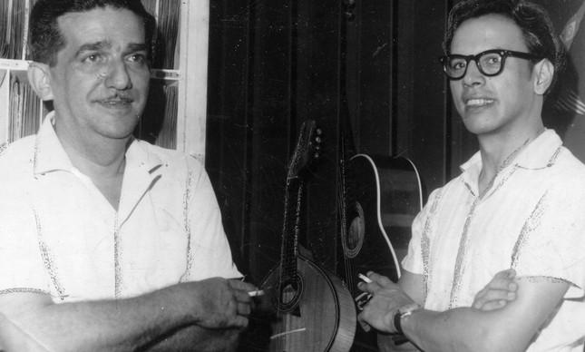 Morreu ontem o violonista uruguaio Oscar Cárceres, aos 92 anos. Na foto acima, ele e Jacob do Bandolim (1918-1969)